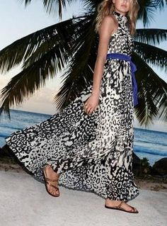 This animal print maxi dress is stunning! Will be perfect for a summer date night.