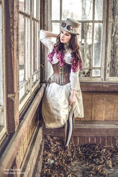 Ethereal Steampunk - For costume tutorials, clothing guide, fashion inspiration photo gallery, calendar of Steampunk events, & more, visit SteampunkFashionGuide.com