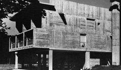 Flamatt II / Atelier 5 / 1961 / Neueneggstrasse 10, Wünnewil-Flamatt / Flamatt II, qui représentait aux yeux des architectes un commentaire critique de Halen, forme, avec deux autres opérations du même bureau, un ensemble destiné à de petites communautés urbaines à la campagne