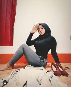 Bollywood Fashion, Hijab Fashion, Fashion Outfits, Muslim Girls, Muslim Women, Hijab Jeans, Curvy Girl Outfits, Islamic Girl, Hijab Chic
