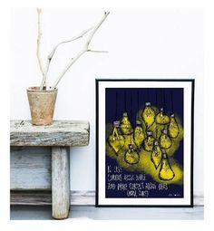 Little Doodle Italy è un angolo di dolcezza e serenità. Ogni nostra illustrazione è realizzata col cuore e con lintenzione di dare serenità e positività. Ogni casa è un nido in cui rifugiarsi. Circondiamoci di cose belle.  Little Doodle Italy  Illustrazione digitale  Be Less Curious About People and More Curious About Ideas (Marie Curie).  Decorazione da parete realizzata in formato digitale, con colori brillanti e allegri. Adatto ad ambienti dallo stile fresco e solare. Il disegno è…