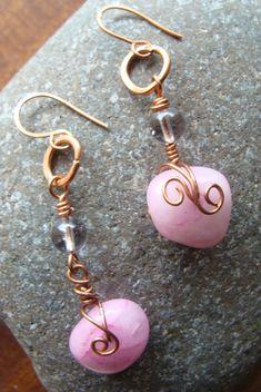 Σκουλαρικι κρεμαστο με ροζ χαλαζια φεγγαροπετρα και χαλκο 8€ Personalized Items