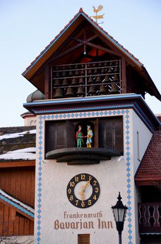 Barvarian Inn, Frankenmuth, Michigan ... this is their famous Glockenspiel, which has a little puppet type show of the Pied Piper of Hamelin at scheduled times ...  July 2002