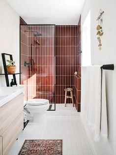 red tile shower Modern Bathroom Design, Bathroom Interior, Best Bathroom Designs, Walk In Shower Designs, Contemporary Bathrooms, Bathroom Furniture, Design Kitchen, Kitchen Interior, Home Interior Design