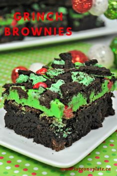 Grinch treats for the holiday season. Grinch Brownie, Grinch Fudge, even a Grinch Cocktail! Easy to prepare, sure to be enjoyed! Christmas Brownies, Christmas Desserts Easy, Christmas Baking, Christmas Treats, Holiday Treats, Easy Desserts, Christmas Cookies, Christmas Boxes, Christmas Time