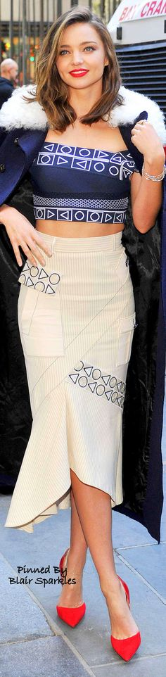 Miranda Kerr ♕♚εїз    Blair Sparkles Miranda Kerr Swarovski, Street Chic, Street Style, Miranda Kerr Style, Chic Dress, Supermodels, Celebrity Style, Cool Outfits, Sexy Women