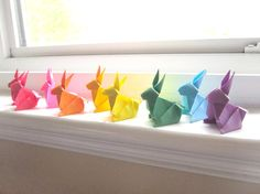 These little Origami bunnies are so cute! When I try to do Origami, my brain feels like it's going to explode. Origami Arco Iris, Rainbow Origami, Bunny Party, Origami Paper Art, Over The Rainbow, Easter Crafts, Paper Cutting, Rainbow Colors, Projects To Try