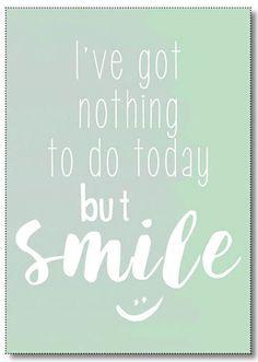 Ansichtkaart Smile. Ansichtkaart in mintgroen met quote I've nothing to do today but smile. De kaart is geprint op dik kaartpapier met ruwe matte uitstraling. Ook verkrijgbaar als poster in A4 formaat. Op de achterzijde is ruimte voor een adres en een persoonlijke boodschap. Leuk om te versturen, maar ook om op te hangen in een lijstje of met tape aan de muur!