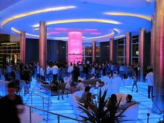 I've stayed at the Fountainbleau Miami twice.  Spent many nights partying at this lobby bar.