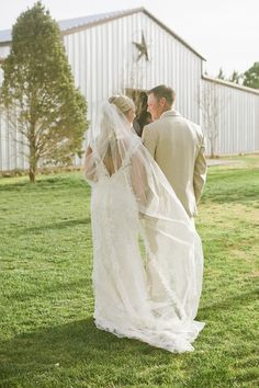 "<strong class='info-row'>Lissa Anglin Photography</strong> <div class='info-row description'><html>  <head></head>  <body>    Venue: Cotton Creek Barn   Dress Store: Brides Amarillo   Groom and Groomsmen Attire:    <a href=""http://www.menswearhouse.com/"" target=""_blank"">Men's Wearhouse</a>      </body> </html></div>"