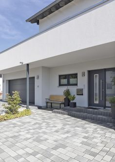 Modern Driveway, Driveway Design, Outdoor Projects, Outdoor Decor, Porch Area, Outside Patio, House Color Schemes, House Front Design, Pergola Designs