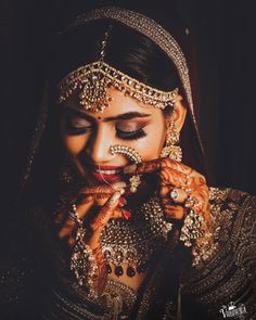Every bride deserves to look their best on their Big Day but for that, you'll have to first find the best makeup artist for weddings. Here to make your search easier, here's a list of BookEventZ Choice of Best Makeup Artist for Weddings. Indian Wedding Poses, Indian Bridal Photos, Indian Wedding Couple Photography, Indian Wedding Makeup, Wedding Couple Poses, Bride Photography, Wedding Shoot, Indian Bride Poses, Wedding Notes