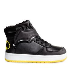 Black/Batman. Warm-lined high tops in imitation leather with a printed motif at back of heel, elasticized lacing, bat-shaped hook-loop tabs, and loop at