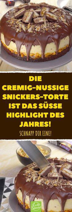 Die cremig-nussige Snickers-Torte ist das süße Highlight des Jahres! #rezepte #schokolade #torte #snickers #karamell #erdnuss