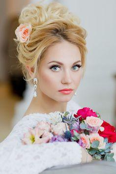 Recogido alto para las novias románticas