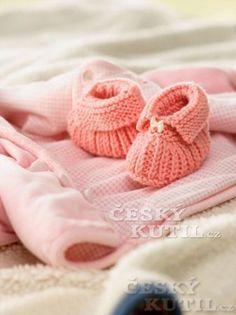 Bačkůrky ze zbytků příze Knitting For Kids, Knitting Yarn, Baby Knitting, Knitting Patterns, Knitted Baby, Gestrickte Booties, Knitted Booties, Knit Baby Shoes, Baby Booties