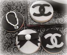 Galletas decoradas Chanel.