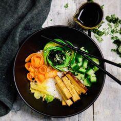 Bock auf Sushi aber keinen Bock aufs rollen? Die perfekte Voraussetzung für Sushi Bowls! 🍣🍲 Das Rezept ist auf online auf kuechenchaotin.de und ich habe es auch in meinem Profil für euch verlinkt ✌🏼 . . . . #foodporn #thatsdearlicious #instafood #foodblogger #foodofinstagram #eeeeeats #igersgermany #foodgasm #nomnomnom #onmytable #huffposttaste #f52grams #thefeedfeed @thefeedfeed #buzzfood #leckerschmecker #rezeptebuchcom @rezeptebuchcom #ichliebefoodblogs @ich.liebe.foodblogs…