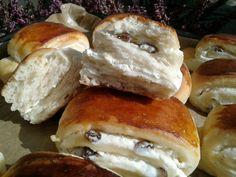 Tvarohové mini záviny (fotorecept) - obrázok 7 Bagel, Hair Beauty, Bread, Food, Savory Snacks, Hampers, Kuchen, Brot, Essen