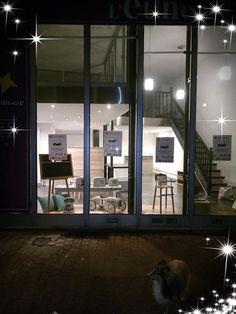 Installation de la boutique éphémère 27 rue du général Farre à Valence Valence, Rue, Design, Boutique Online Shopping, Design Comics