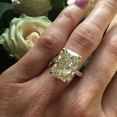 The 11.77ct radiant-cut white diamond in this Old Bond Street ring from De Beers' 1888 Master Diamonds collection is a W-colour VS2 stone. Discover the truth about colour graded yellow or white diamond engagement rings: http://www.thejewelleryeditor.com/bridal/surprising-alternative-yellow-diamonds/ #jewelry