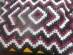 Drop In The Pond pattern done in black red and white