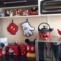 22 Funny Disney Kitchen Ideas for New Dimention in Your House - Mickey Mouse Bedroom, Mickey Mouse House, Mickey Mouse Kitchen, Mickey Minnie Mouse, Disney Kitchen Decor, Disney Home Decor, Kitchen Themes, Kitchen Ideas, Casa Disney