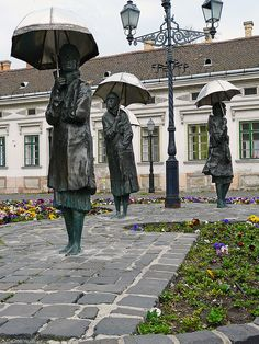 Women with umbrellas: bronze statues by Imre Varga in Obuda, Budapest, Hungary. Took pictures with these ladies :) Statue Art, Milan Kundera, Statue En Bronze, Europe Centrale, Capital Of Hungary, Budapest Travel, Budapest Nightlife, Hungary Travel, Hungary Food
