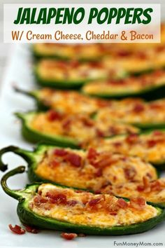 Baked Jalapeno Poppers - These jalapeno poppers with cream cheese, cheddar and b. - Appetizers and Dip Recipes - Food Yummy Appetizers, Appetizer Recipes, Party Recipes, Cookout Appetizers, Simple Appetizers, Mexican Appetizers, Jalapeno Popper Recipes, Jalepeno Poppers Baked, Jalapeno Cream Cheese Bacon