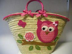 cesta inspiração Handmade Gifts For Friends, Creative Bag, Bow Bag, Flower Bag, Straw Handbags, Creation Couture, Crochet Handbags, Fabric Bags, Kids Bags