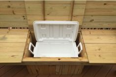 A bench. A cooler. The most amazing Cooler Bench you've ever seen. Check out these free DIY-friendly plans. Outdoor Cooler, Diy Outdoor Bar, Diy Outdoor Furniture, Diy Patio, Furniture Projects, Pallet Projects, Backyard Projects, Garden Furniture, Diy Projects