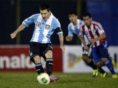 メッシ、PKで2点。2点目は自らとったPKです。 Las fotos de Paraguay - Argentina.