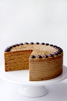 If you would like to be an expert at cake decorating, then you'll require practice and training. As soon as you've mastered cake decorating, you might become famous from the cake manufacturing business. Easy Cake Recipes, Sweet Recipes, Dessert Recipes, Honey Cake, Cake Decorating Supplies, Cake Board, Pastry Shop, Gorgeous Cakes, Something Sweet