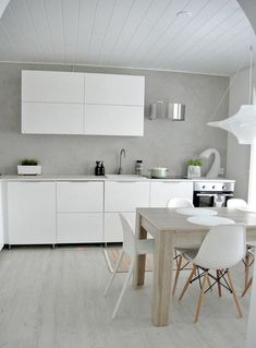 The kitchen is camping in the hallway - My Romodel Minimalist Kitchen Design, Kitchen Inspirations, Scandinavian Kitchen Design, House Interior, Scandinavian Kitchen, Small Kitchen, Home Kitchens, Kitchen Remodel, Kitchen Dining Room