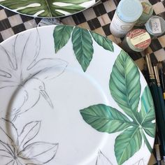 Maria cassina ARTE. (@maria_cassina) | Instagram photos and videos Hand Painted Pottery, Pottery Painting, Ceramic Painting, Ceramic Clay, Ceramic Pottery, Modern Decorative Plates, Painted Plates, Wall Plates, Glaze Paint