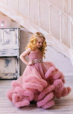 Платье-облако для девочки (цвет чайная роза) — Your Dress African Dresses For Kids, Gowns For Girls, Girls Dress Up, Cute Girl Dresses, Pretty Dresses, Flower Girl Dresses, Kids Dress Wear, Kids Gown, Baby Girl Dress Patterns