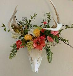 Deko geweih Floral crowned deer skull How to build a Green-house Article Body: As with garden sheds, Deer Skull Decor, Deer Head Decor, Deer Skulls, Animal Skulls, Skull Crafts, Antler Crafts, Antler Art, Deer Horns, Faux Deer Head