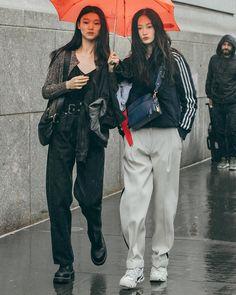Look at this Stylish summer korean fashion Korean Fashion Trends, Korean Street Fashion, Asian Fashion, Look Fashion, Winter Fashion, Fashion Outfits, Grunge Outfits, Trendy Fashion, High Fashion