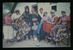 Hímző menyecskék csoportja kisfiúval Szentistván, 1928    Fotó: Győrffy István  (Forrás: Néprajzi Múzeum) www.itsHungarian.com: Tourism, gastronomy, culture, folk art webshop  - worldwide from Hungary!