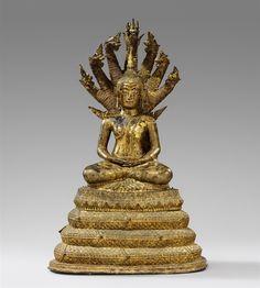 Buddha auf naga. Bronze über Schwarzlack vergoldet. Thailand Ratanakosin