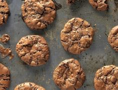 Φτιάξε γρήγορα: μαλακά μπισκότα σοκολάτας με κομμάτια σοκολάτας Sweet Recipes, Dog Food Recipes, Sweet Tooth, Muffin, Sweets, Cookies, Chocolate, Breakfast, Simple