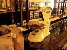 "A simple How To! Here Coffee Bean ""Coach"" Types Of Coffee Beans, Buy Coffee Beans, Types Of Beans, Arabica Coffee Beans, Coffee Type, Best Coffee, Beans Image, Italian Roast, Dark Roast"