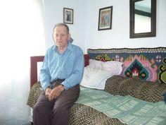 Tataie şi cel de-al doilea război mondial - prima parte Comforters, Blanket, Bed, Cousins, Creature Comforts, Quilts, Rug, Beds, Blankets