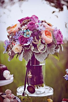 gorgeous purple wedding bouquet mixed with brooches. I like the mix of both things I want. Real flowers with gorgeous brooches :)