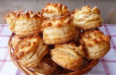 Tepertős-sajtos pogácsa - Blikk Rúzs Tasty, Yummy Food, Hungarian Recipes, Hungarian Cuisine, Cooking Recipes, Healthy Recipes, Quick Easy Meals, Biscuits, Bakery