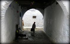 Entre los arcos de la Medina de Tetuán, Carlos Cuerda