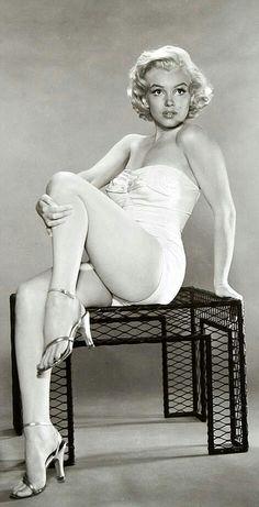 merican film star Marilyn Monroe (Norma Jean Mortenson or Norma Jean Baker, 1926 Marylin Monroe, Marilyn Monroe Fotos, Viejo Hollywood, Old Hollywood, Hollywood Glamour, Hollywood Stars, Dita Von Teese, Pin Up, Christina Hendricks