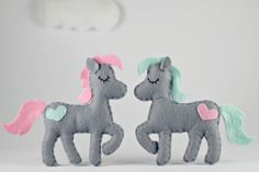 Create your own felt horse or pony using my easy to follow, simple step by step instructions and pattern. Everything is hand sewn at a basic level and you choose the color and how you would like to use your horse. As a baby mobile, garland, hanging ornament, cake topper... what ever you choose!  You will receive: - Felt Horse Pattern - including photos, step by step instructions and ideas on how to use your finished elephant. 7 pages.  - Maisie Moo Sewing Guide - all you need to know about…