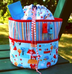 Plenty of Pockets Backpack/Duffel Bag - Free Pattern A fun and practical bag with two tall rows of pockets on the outside, and a drawstring closure with adjustable straps.