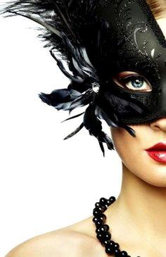 Divine Glam | Masquerade au Chateâu | Rosamaria G Frangini